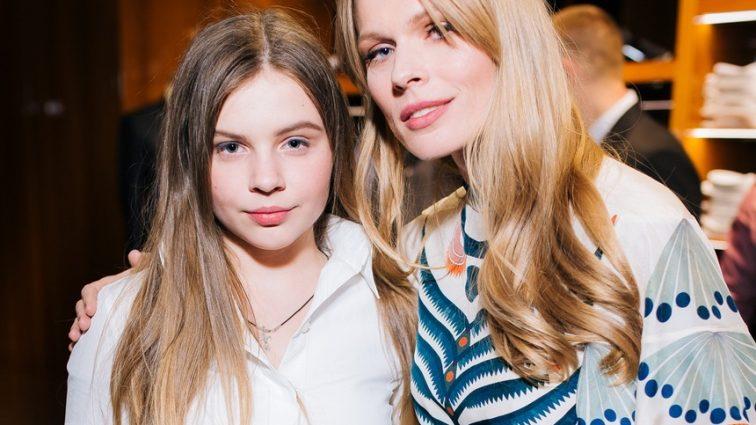 «Одежда для подростков, а цены для мажоров …»: 13-летняя дочь Фреймут запустила собственный бренд