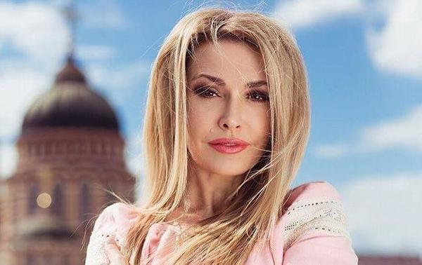 С романтической блондинки в шатенку: Ольга Сумская кардинально сменила имидж