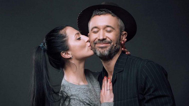 Обменялись обетами: Супруги Бабкин отпраздновал 10-ю годовщину свадьбы. Романтические фото