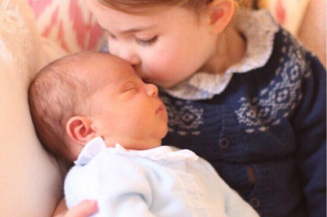 «Ей нравится …»: Инсайдер рассказал, как маленькая принцесса Шарлотта относится к новорожденному братику