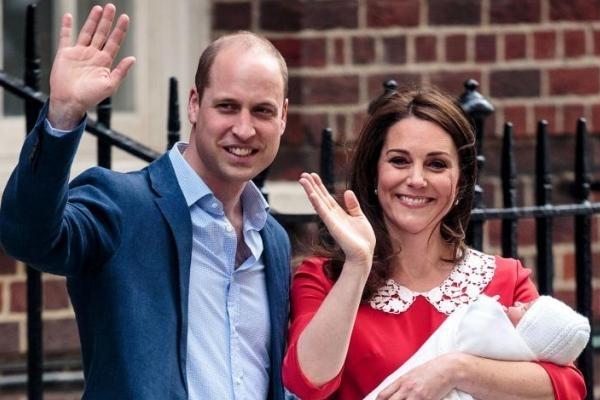 Принц Уильям показал первый документ новорожденного сына