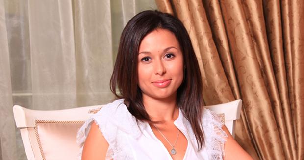 «Отношения скрывали и на работе и от родных»: Как сложилась личная жизнь телеведущей Анастасии Мазур
