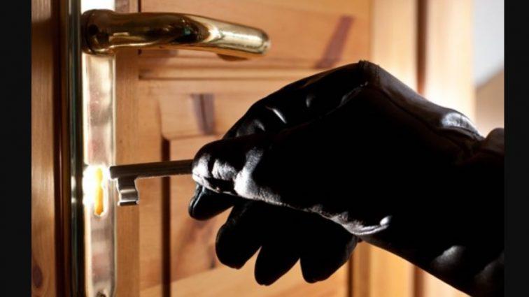 «Сломанный сейф и …»: Неизвестные ограбили элитную квартиру украинской звезды