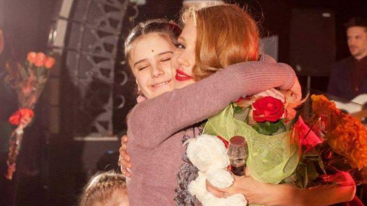 «Добрый ангел» Тина Кароль спасает онкобольных детей