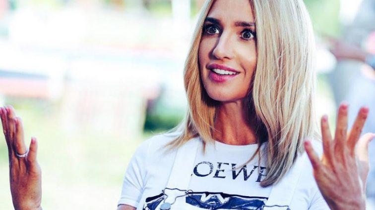 «Девочка-соседка в очках» Оксана Марченко удивила домашним фото