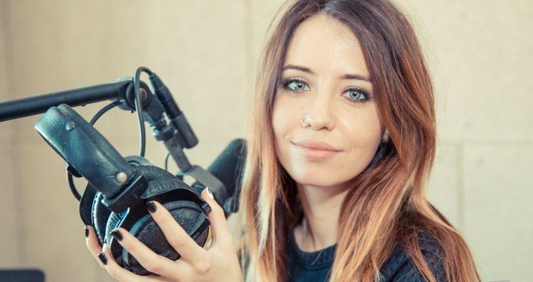 Беременная или просто переела: Надя Дорофеева показала фото в купальнике