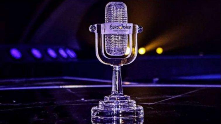 «У моря»: Победитель «Евровидения-2017» впервые после тяжелой операции снял клип
