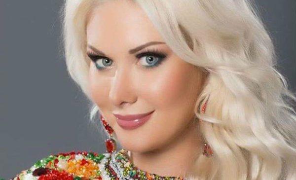 «Без макияжа в бассейне» Екатерина Бужинская показала нежное фото с мужем и детьми