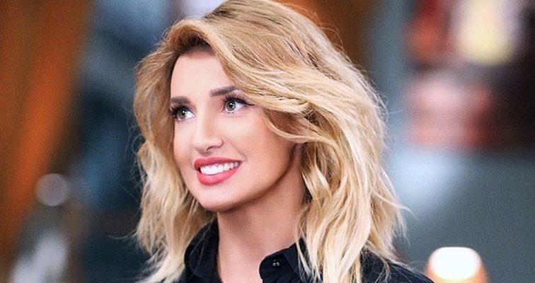 «Такой ее редко, кто видит» Оксана Марченко удивила фанатов интересной позой и без макияжа