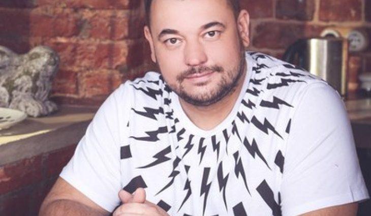 «Встаю, передвигаюсь»: Лидер группы «Руки вверх» Сергей Жуков перенес серьезную операцию