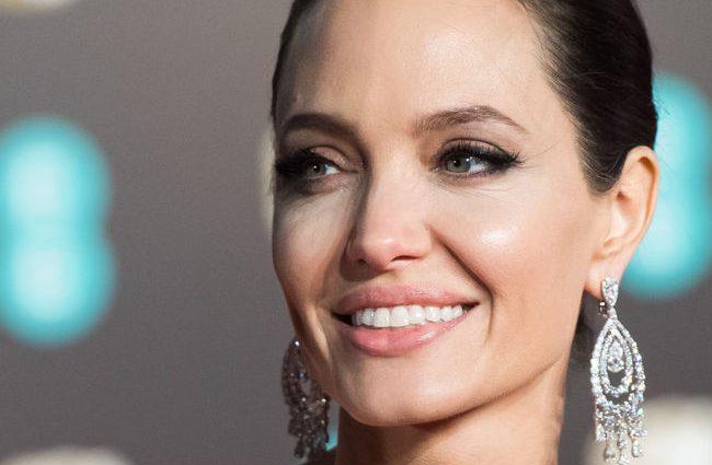 Анджелина Джоли загремела в больницу с психическим расстройством