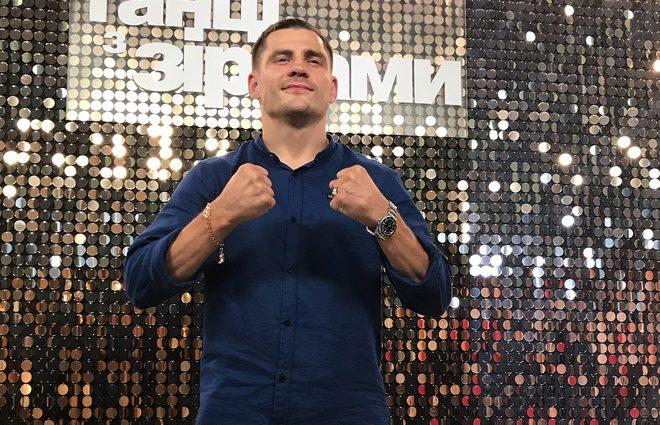 Участник «Танцев со звездами» боксер Денис Беринчик впервые рассказал о потере новорожденного сына
