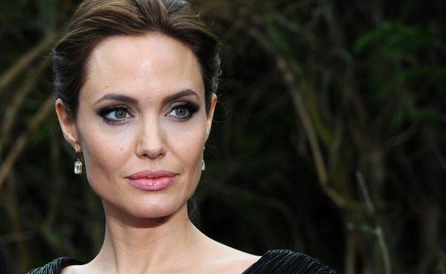 Сын Анджелины Джоли покидает маму и переезжает в другую страну