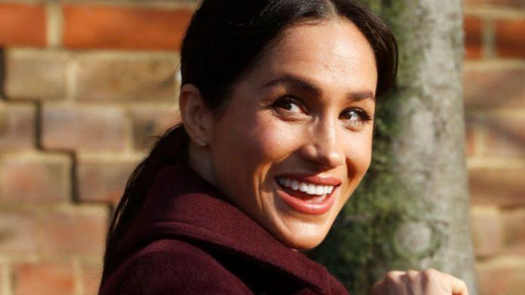 Королевская благотворительность: Меган Маркл лично накормила 200 бездомных