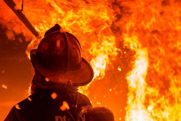 Звездная семья была вынуждена экстренно покинуть свой дом из-за пожара