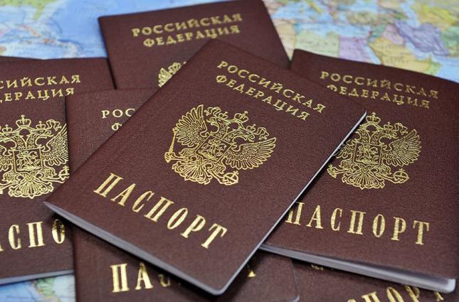 «Закопал свое будущее навсегда»: Известный украинский артист получил гражданство России