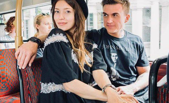 «Ураааа!»: Влад Топалов показал редкое фото с женой и не только