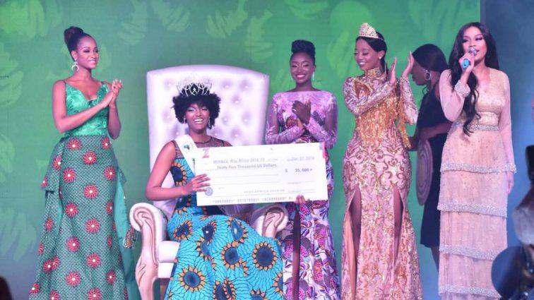 У победительницы конкурса «Мисс Африка» загорелась голова на вручении