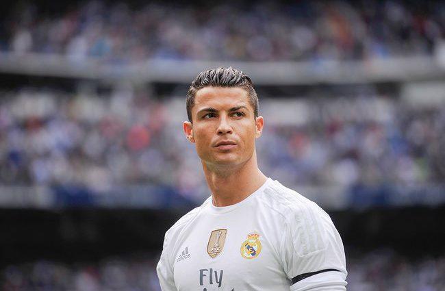 Самый известный футбольный красавчик Криштиану Роналду получит два года условно