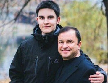 «Проходим химиотерапию»: Виктор Павлик рассказал о состоянии онкобольного 19-летнего сына