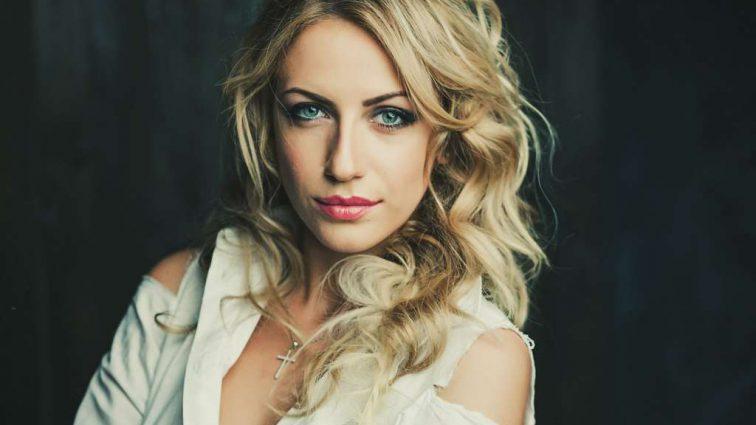 Телеведущая Леся Никитюк намекнула поклонникам в соцсети на беременность