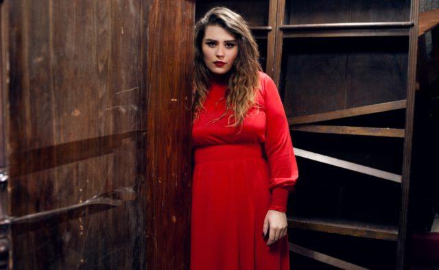«Какие формы»: Солистка KAZKA Александра Зарицкая поделилась пикантным снимком в купальнике