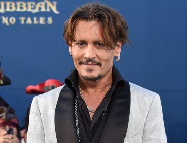«Седой, в очках и с бородой»: Джонни Депп кардинально изменил внешность ради нового фильма