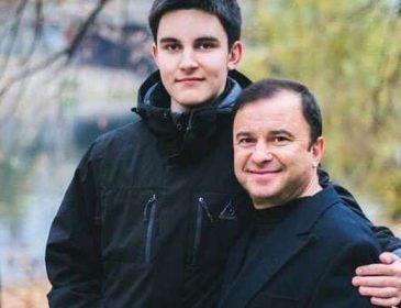 «Волосы повылезали, бровей нет»: Виктор Павлик рассказал о состоянии своего сына, который борется с раком
