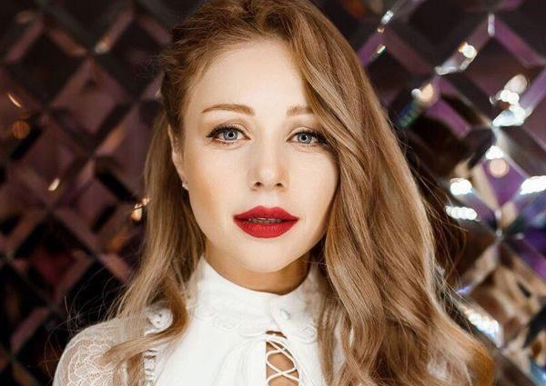 «И почему вы такая красивая?»: Тина Кароль без макияжа поразила пользователей Сети