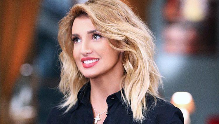 «Нужно влюбиться»: Оксана Марченко поразила лицом без макияжа