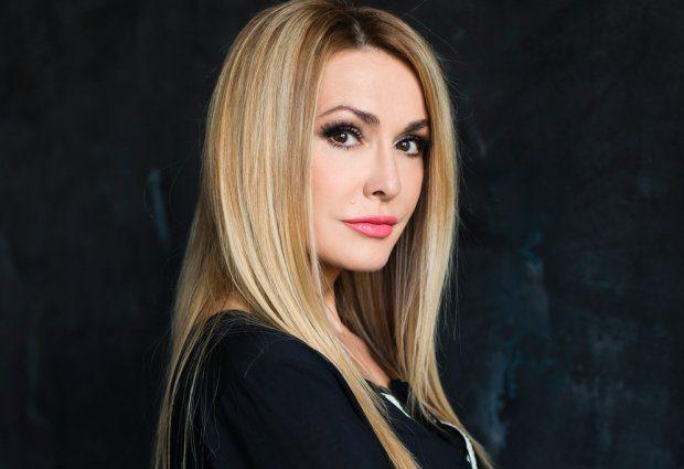 «Кажется, кто-то играет эликсиром молодости»: 52-летняя Ольга Сумская поразила цветущим видом