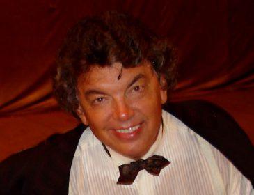 Он полюбился за песни «Очи черные» и «Три белых коня»: знаменитый певец и актер умер