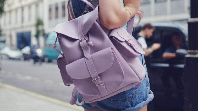 Как носить рюкзак, чтобы не навредить спине?